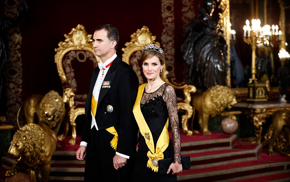 मैड्रिड के रॉयल पैलेस में एक कार्यक्रम के दौरान स्पेन की राजकुमारी लेटिजिया और स्पेन के क्राउन प्रिंस फेलिप।