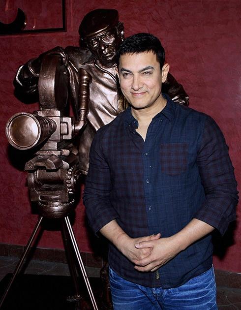 मुंबई में एक प्रोमोशनल कार्यक्रम के दौरान बॉलीवुड अभिनेता आमिर खान।