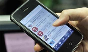 रोजाना तीन घंटे स्मार्टफोन पर बिताते हैं भारतीय