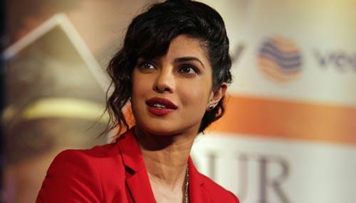 प्रियंका चोपड़ा 'केबीसी-8' में हॉट सीट पर होंगी