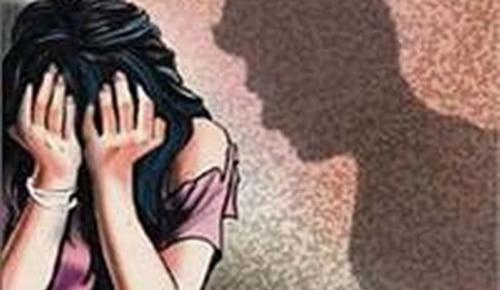 Live Sex देखने के लिए महिला ने पति से कराया सहेली का रेप