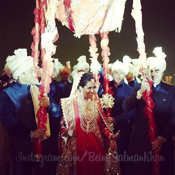 अर्पिता खान और आयुष शर्मा की भव्य शादी। (फोटो सौजन्य: बीइंगसलमानखान@इंस्टाग्राम)