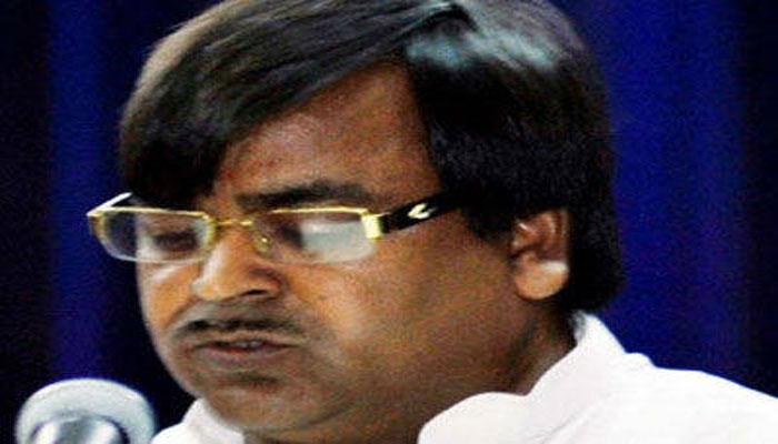मुश्किल में यूपी के खनन मंत्री गायत्री प्रसाद प्रजापति