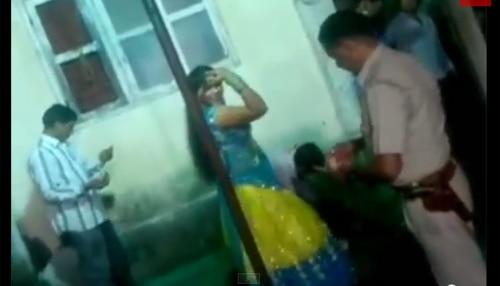 गुजरात में पकड़ा गया 'बार गर्ल' के साथ नाच रहा सूरत पुलिस का सब-इंस्पेक्टर