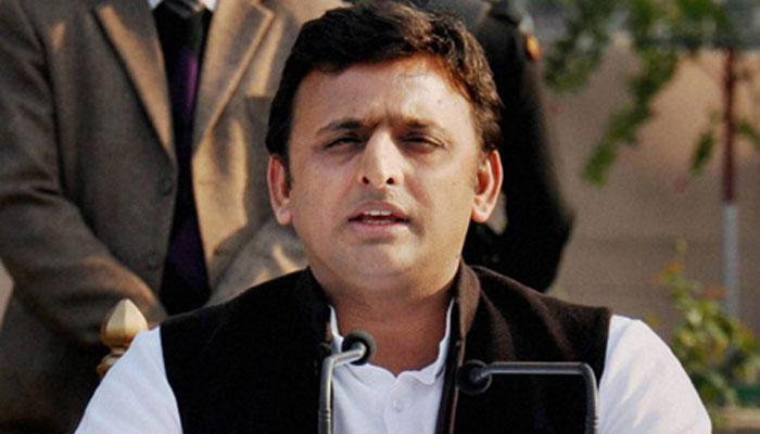 CM अखिलेश को आया गुस्सा: 'कटिया डालने से बाज आएं तो मिल सकती है 24 घंटे बिजली'