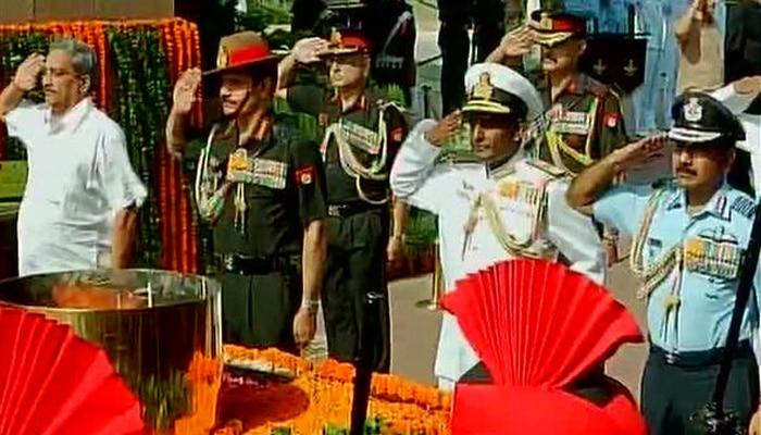 कारगिल विजय दिवस: रक्षा मंत्री सहित सेना के तीनों अंगों ने श्रद्धांजलि दी, फौजियों ने सरकार को 'OROP' की याद दिलाई