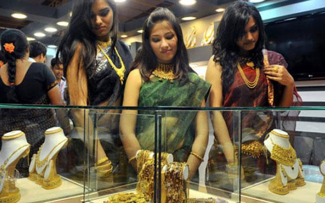 सोना-चांदी में लगातार गिरावट जारी, सोना अब 25130 रुपये/10 ग्राम