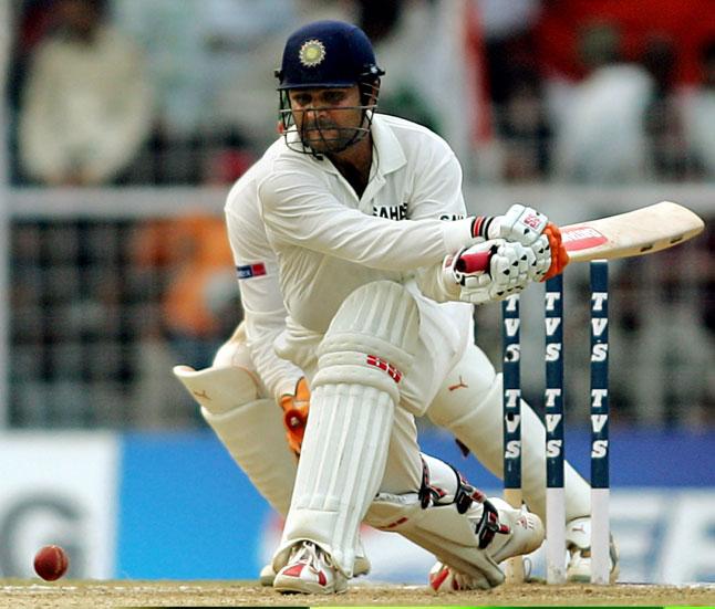 बारह बरस के अपने सुनहरे अंतरराष्ट्रीय कैरियर में सहवाग ने 104 टेस्ट खेलकर 8586 रन बनाये जिसमें 23 शतक और 32 अर्धशतक शामिल हैं ।