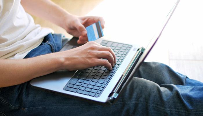 ऑनलाइन शॉपिंग ऑफर्स लगा सकते हैं चूना, ऐसे बनें स्मार्ट कस्टमर