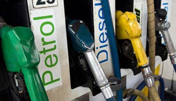 सस्ता हुआ पेट्रोल और डीजल, लागू हुईं नई दरें