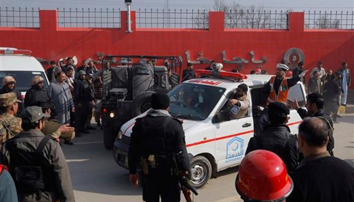 तहरीक-ए-तालिबान ने किया पाकिस्तान के बाचा यूनिवर्सिटी पर हमला, चार आतंकी समेत 25 की मौत