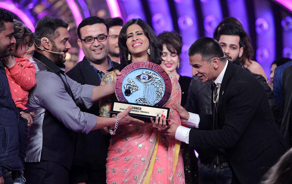 कैटरीना ने ही प्रिंस को विजेता ट्रॉफी प्रदान की।