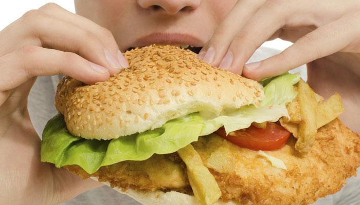 अपौष्टिक आहार और खराब जीवनशैली से जल्द आता है बुढ़ापा