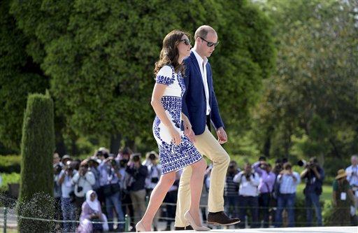 ताज महल का दीदार करने पहुंचा ब्रिटेन का शाही जोड़ा।