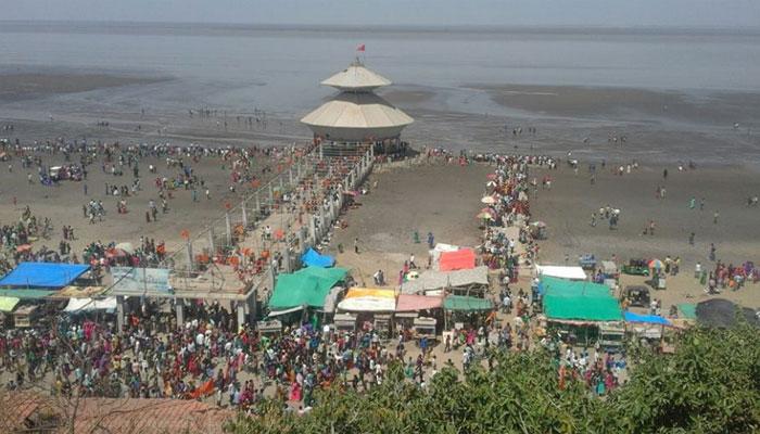 Image result for गुजरात के वडोदरा में स्थित स्तंभेश्वर मंदिर