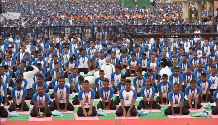 दूसरा अंतरराष्ट्रीय योग दिवस: पीएम मोदी के नेतृत्व में 'योगमय' हुआ देश