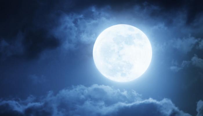 शरद पूर्णिमा: अमृतवर्षा का मिलेगा लाभ, रात्रि में करें ये उपाय तो बरसेगी मां लक्ष्मी की कृपा