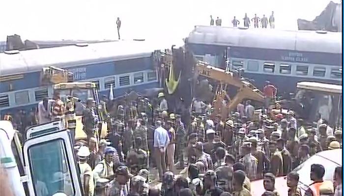 ट्रेन हादसे की जांच के सिलसिले में करायी गयी पटरी की वीडियोग्राफी