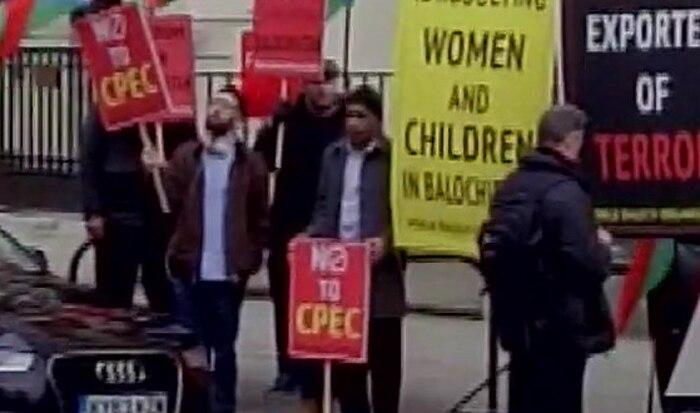 लंडन में चीनी दूतावास के बाहर बलोच और सिंधी नागरिकों ने किया विरोध प्रदर्शन
