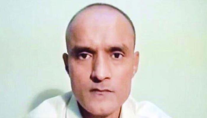 पाक के रक्षा मंत्री ने कहा, 'कुलभूषण जाधव के पास है 60 दिनों में अपील करने का अधिकार'