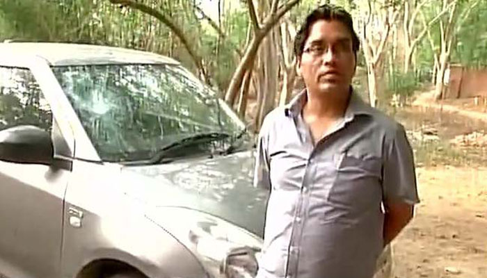 जेएनयू प्रोफेसर: शहीद जवानों की मौत पर शोकसभा करने पर मेरी कार में तोड़फोड़, घर पर पथराव