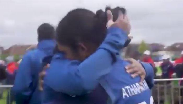 VIDEO : 178 रन की ताबड़तोड़ पारी खेलने के बाद भी इस खिलाड़ी की आंखों से बरसे आंसू!