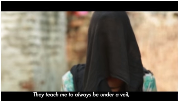 VIDEO: 'टॉयलेट' पर बने गाने में छलका महिलाओं का दर्द, मांगी 'गंदगी से आजादी'