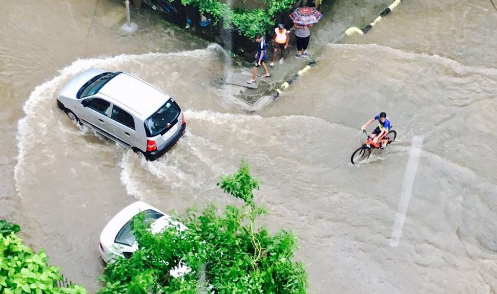 'मुंबई में आफत की बारिश', बॉलीवुड सेलेब्स ने भी ट्वीट कर शेयर की तस्वीरें