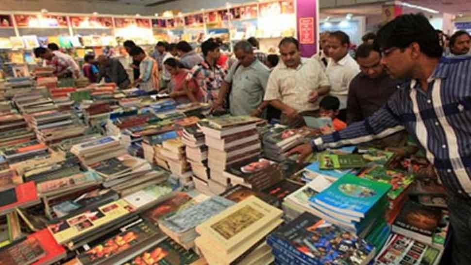 दिल्ली पुस्तक मेले में धार्मिक किताबें और संबंधित स्टॉल हैं आकर्षण का केंद्र