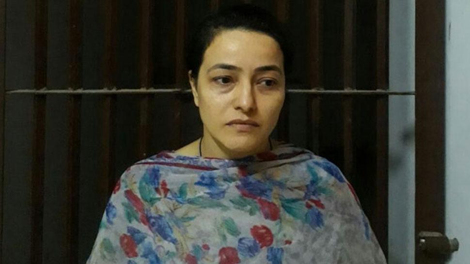 जज के सामने रोने लगीं हनीप्रीत, कोर्ट ने 6 दिन के लिए पुलिस हिरासत में भेजा