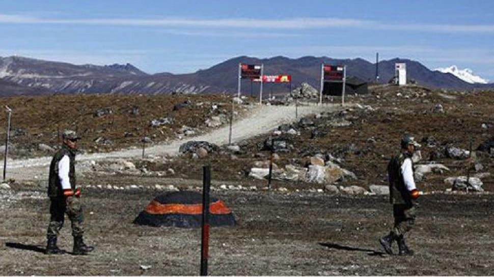 डोकलाम: चीन ने फिर शुरू किया सड़क निर्माण, तैनात किए 500 सैनिक