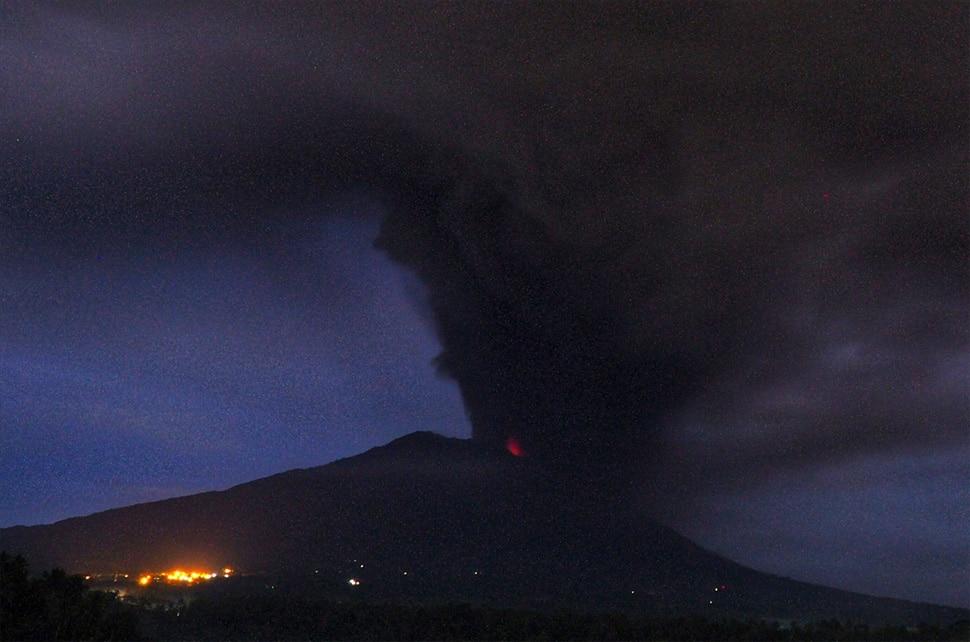 High Alert in Bali After Mount Agung Volcano Erupting