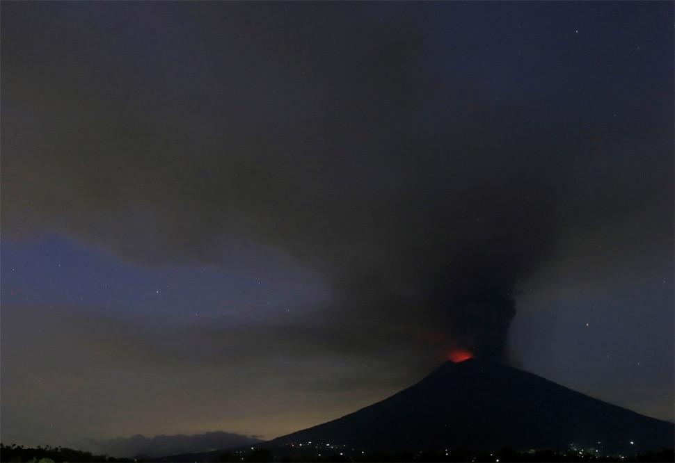High Alert in Indonesia After Mount Agung Volcano Erupting