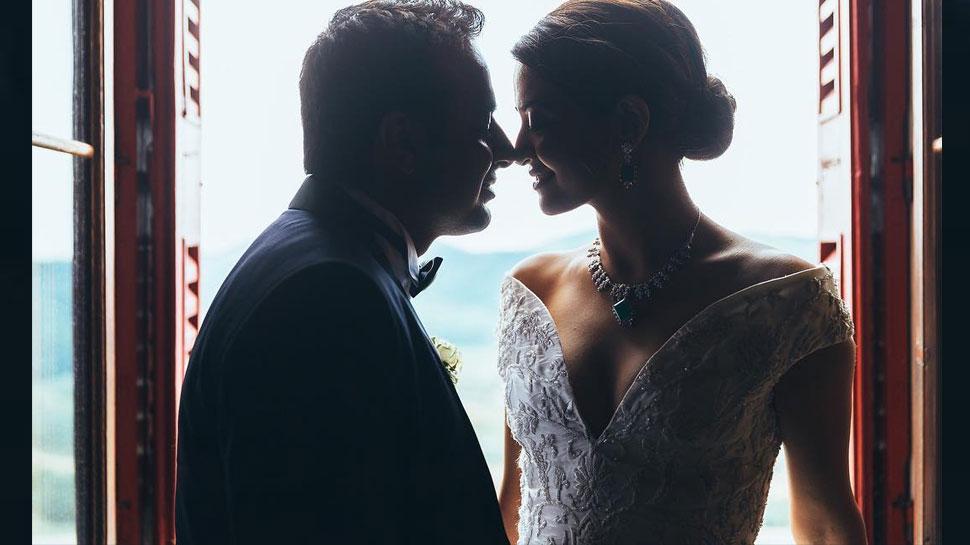 INSIDE PICS Surveen Chawla's wedding to Akshay Thakker was a dreamy affair