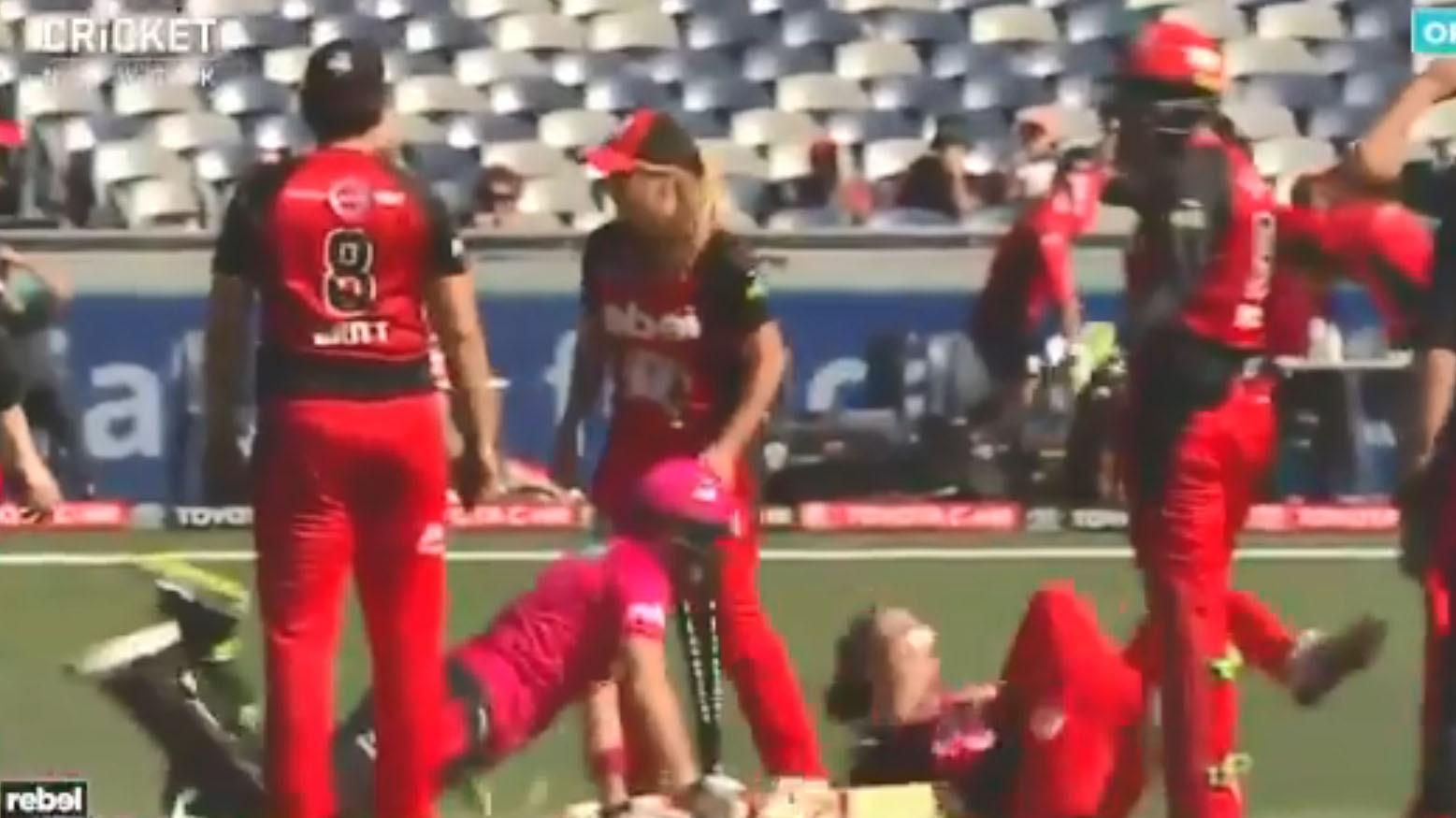 VIDEO : जश्न में मस्त विकेटकीपर की गलती पड़ी टीम को भारी, मैच हो गया टाई