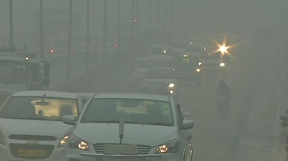 दिल्ली में कोहरे और प्रदूषण की डबल मार: एयर क्वालिटी पर बुरा असर, 28 ट्रेनें रद्द, 36 लेट
