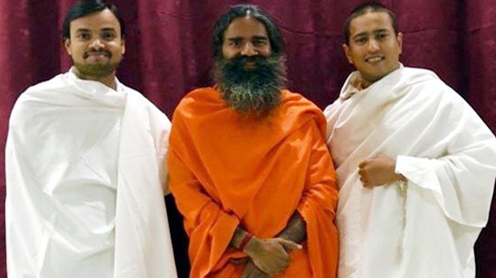 ये हैं बाबा रामदेव के दो शिष्य, आज से WEF में दुनिया को कराएंगे योग
