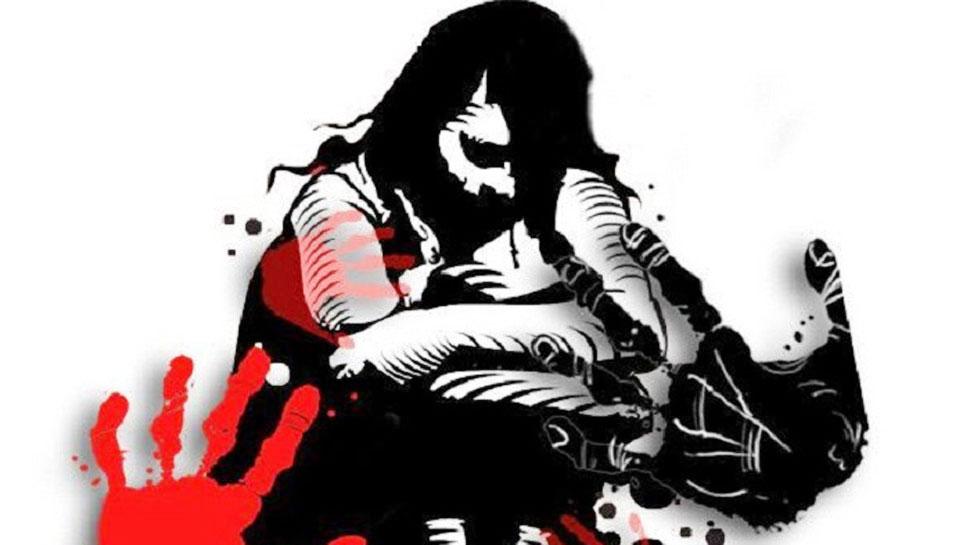 चाची ने अपने प्रेमी से करवाया 15 साल की भतीजी का बलात्कार, चुप रहने के लिए की पैसे की पेशकश