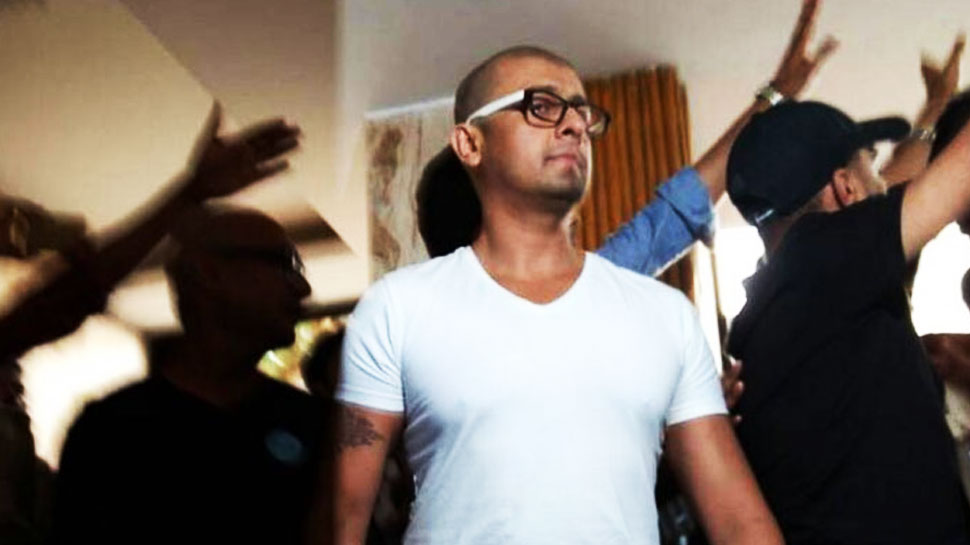 अजान विवाद: सोनू निगम को जान का खतरा! मुंबई पुलिस बढ़ा रही है सुरक्षा