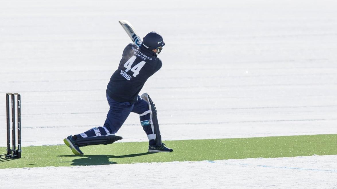 VIDEO : पाकिस्तानी गेंदबाजों की धुनाई कर वीरू बोले- हाथों ने हथियार छोड़े हैं, चलाना नहीं भूले