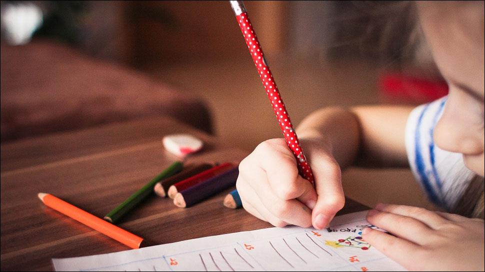 आपके बच्चों के हाथों से छीन सकती है पेंसिल और पेन, पढ़ें यह खबर