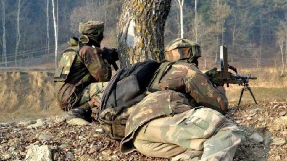 जम्मू-कश्मीर : शोपियां में मोबाइल चेक पोस्ट पर हमला, एक आतंकी समेत चार की मौत