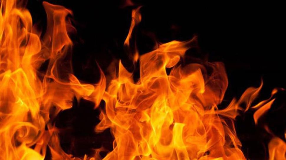 अमेरिका: चलती स्कूल बस में लगी आग, ड्राइवर की सूझबूझ से बची बच्चों की जान