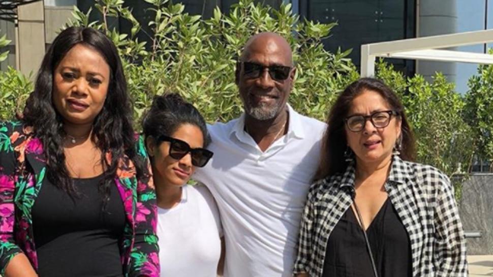 विव रिचर्ड्स का बर्थडे मनाने दुबई पहुंचीं मसाबा, बोलीं- इस उम्र में भी आप  वॉट्सएप नहीं चला पाते | Masaba Gupta, Neena Gupta and Viv Richards's Family  Reunion