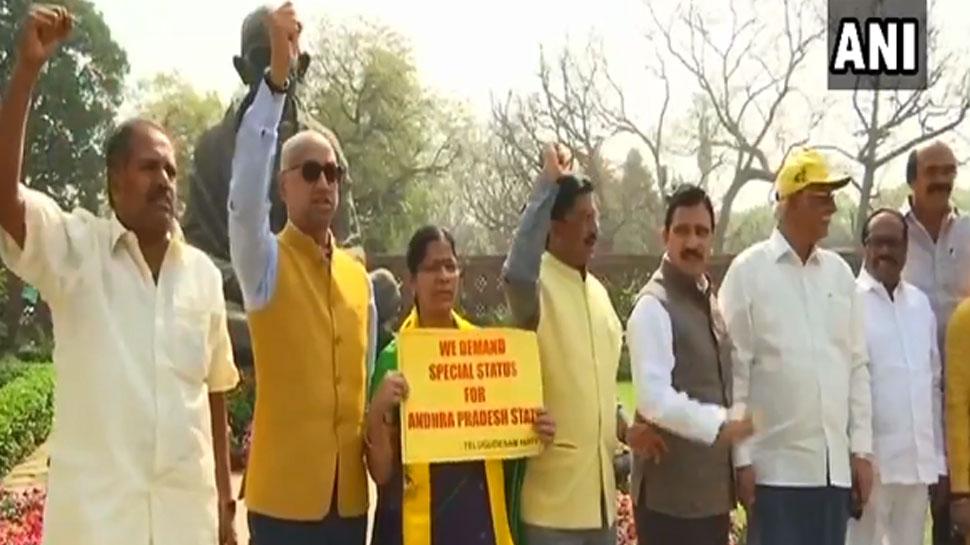 VIDEO : संसद में TDP सांसदों ने NDA को कहा- तलाक, तलाक, तलाक