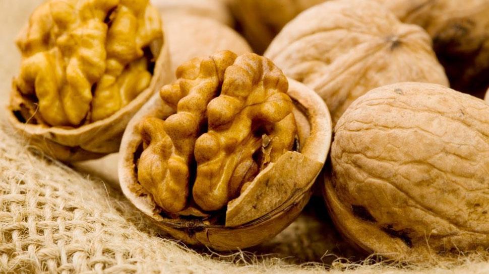 benefit of eating walnut daily in hindi | बड़े काम का है अखरोट, पुरुषों को मिलते हैं इससे जबरदस्त फायदे