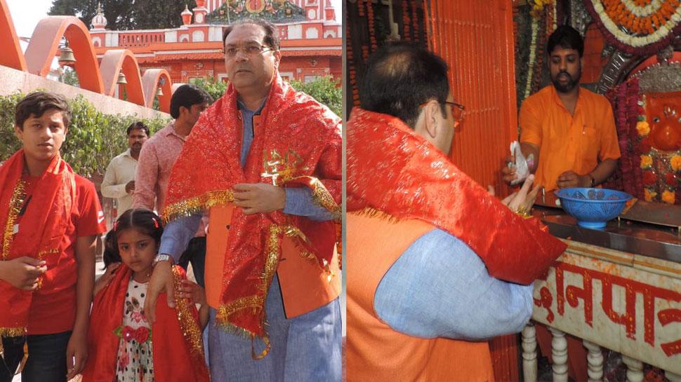 मिसाल : हनुमान मंदिर पहुंचे यूपी के मंत्री मोहसिन रजा, लगाया भोग, खाया प्रसाद