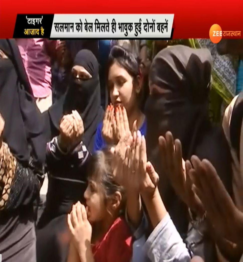 Fans of Salman Khan gather outside Jodhpur Court's after bail in Black Buck Paoching Case