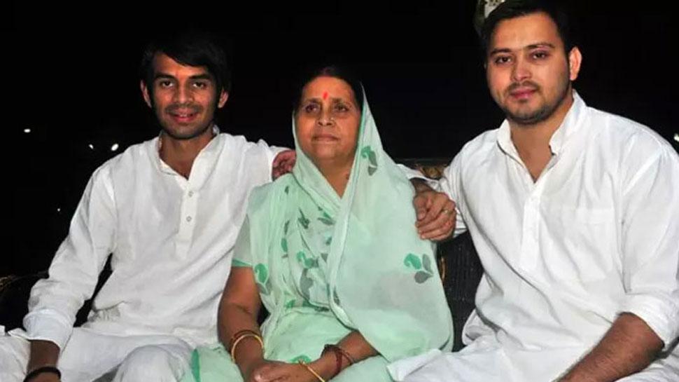 बिहार विधानपरिषद चुनाव : राबड़ी देवी ने किया नॉमिनेशन, तेजप्रताप और तेजस्वी भी रहे मौजूद