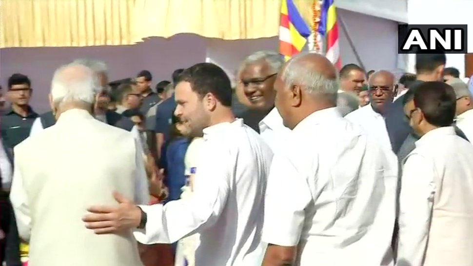 लालकृष्ण आडवाणी को सहारा देते दिखे राहुल गांधी, पीठ पर हाथ रखकर पूछा हालचाल